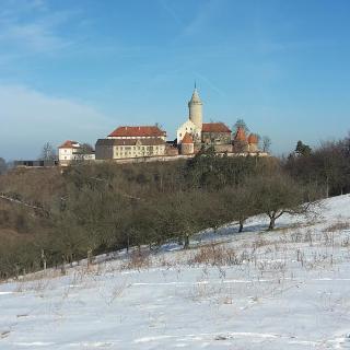 Blick vom Pfaffenberg zur Leuchtenburg bei Kahla