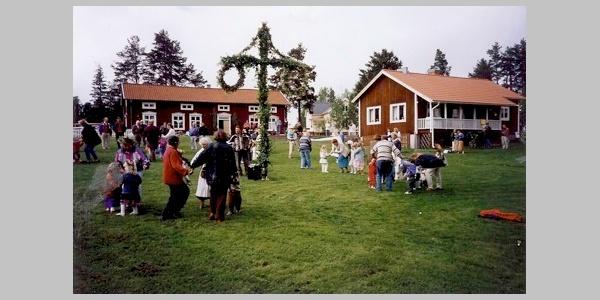 Brogården vid Midsommar