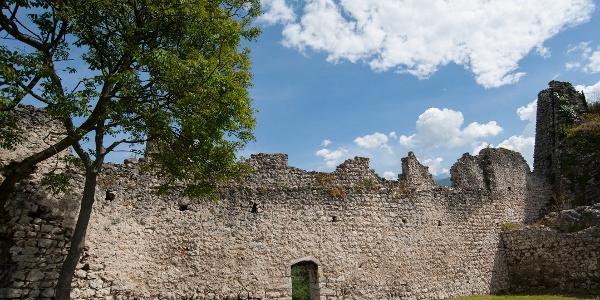Ruinen vin der Burg Penede in Nago