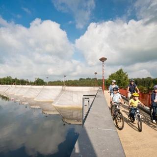 Radfahrer am See in Bütgenbach