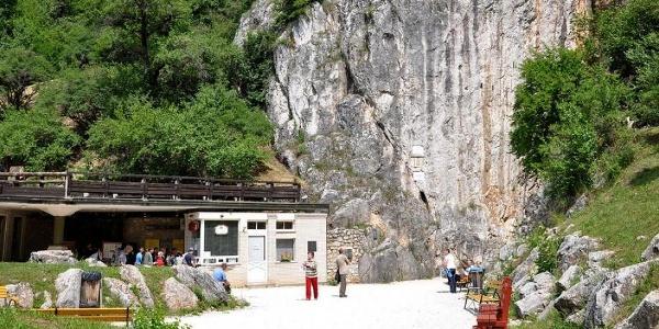 Der Eingang  der Baradla-Höhle in Aggtelek