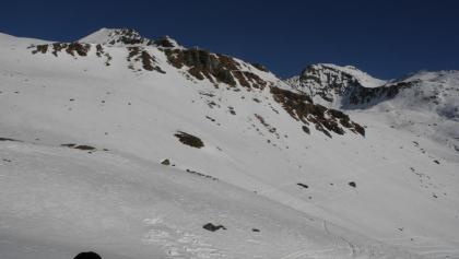Blick von der Hütte auf die Querung oberhalb des Hüttenaufstiegs
