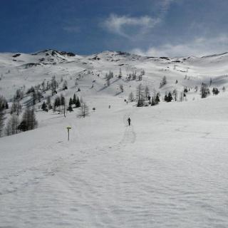 Blick zum Kreuzeck (rechts), oberhalb der Karteisalm