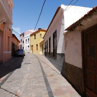 Calle adoquinada en San Sebastián de La Gomera