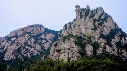 Das beeindruckende Montserrat-Massiv aus der Ferne