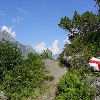 Der Wanderweg im Erstfeldertal Richtung Kröntenhütte