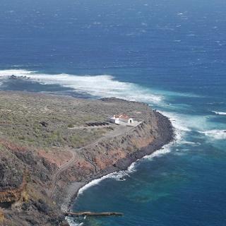 Blick auf die Punta Llana mit der Ermita de Nuestra Señora de Guadalupe