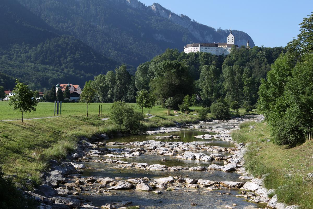 Der Fluss Prien in Aschau vor der Burg