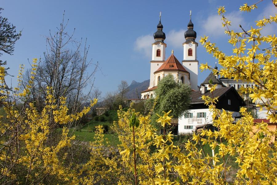 Kath. Pfarrkirche Aschau-©Autor: Tourist Info Aschau im Chiemgau, Quelle: Tourist Info Aschau i.Chiemgau