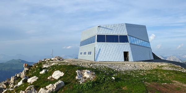 Das 360° Panoramarestaurant Weisshorngipfel im Sommer