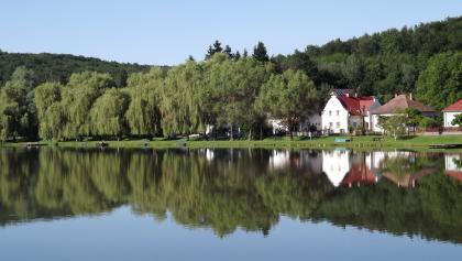 A Kistolmácsi-tó partján