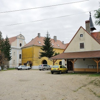 Homokkomárom, Nyolc Boldogság Katolikus Közösség, ferences kolostor (DDKPH_23)