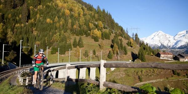 Bahnviadukt in Bugnei