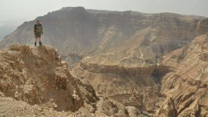 Überhängende Felswand