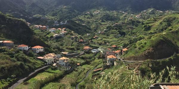 Pittoreskes Örtchen in der Nähe von Porto da Cruz