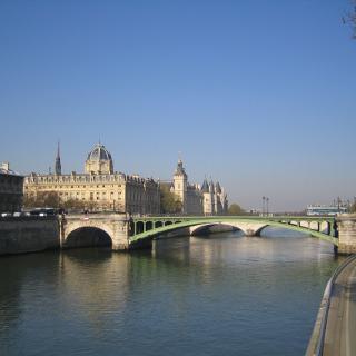 Ein erster Blick zum Pont Notre Dame und der dahinterliegenden Conciergerie