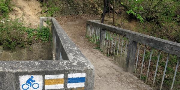 Óvoda melletti bevezető híd.