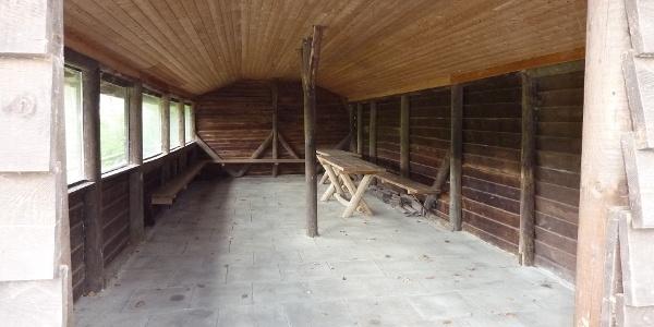 Inneres der Schutzhütte