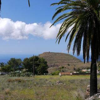 """Blick von Norden auf den Kalvarienberg, der von den Einwohnern """"Tagaragunche"""" genannt wird."""