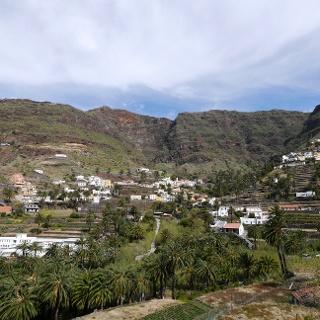 Weiße Dörfer in der terrassenförmigen Landschaft des Valle Gran Rey