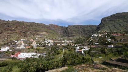 Pueblos blancos en medio de culivos de terraza y montañas