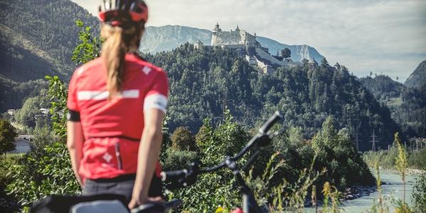 Tauernradweg Blick auf die Burg Hohenwerfen