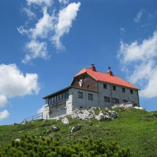 Das Schneealpenhaus, 1784 m (04.06.2015)
