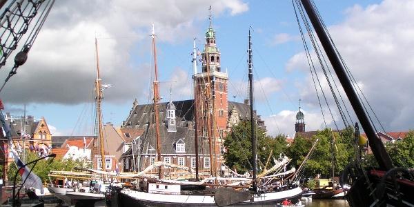 Museumsschiffe vor dem Rathaus