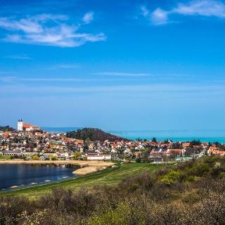 Tihany és a Balaton a sziklakilátóról