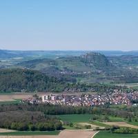 Blick auf das Hegauer Kegelspiel von der Chroobachhütte
