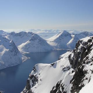 Grandiose Aussicht kurz unterhalb des Gipfels.