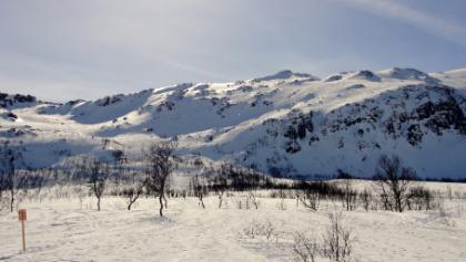 Kurzes Flachstück vor dem Steinskardfjellet.