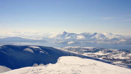 Perfektes Bergpanorama auf dem Gipfel.