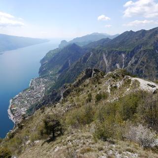 Beeindruckender Tiefblick von der Cima di Mughera