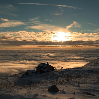 Tramonto invernale sul Rifugio Dal Piaz