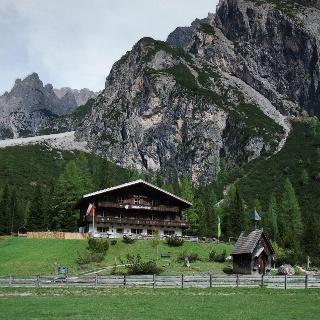 DIe AVS Dreischusterhütte