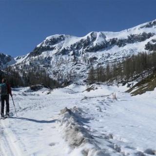 Oberzauchenseealm vor Bärenstaffl und Steinfeldspitze