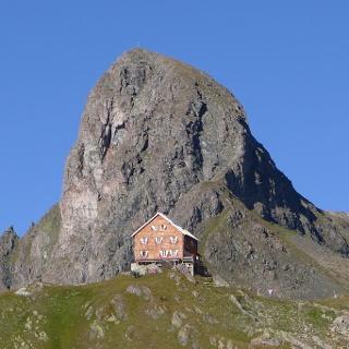 Neue Reichenberger Hütte mit Gösslswand.