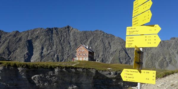 Panargenkamm mit Alplesspitze und im Vordergrund die Neue Reichenberger Hütte