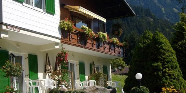 Haus mit Sonnenterrasse und gemütlicher Liegewiese