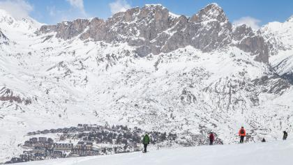 Blick auf das verschneite Gebirgspanorama von Formigal