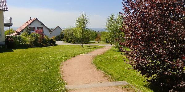 """Fußweg in der Siedlung """"Am Zachengrund"""""""