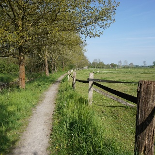 Wanderweg am Emmerbach entlang