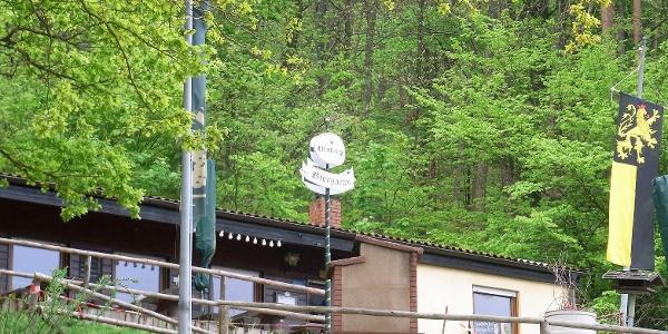 Dernbach, Dernbacher Haus mit Pfälzer Fahne