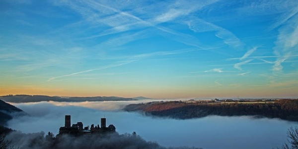 Burg Thurnat im Nebel