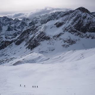 Im Aufstieg zum Bernadeinkopf, Tiefblick vom Gipfel Richtung Osten