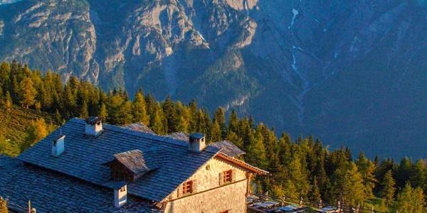 Ann Schutzhaus am Ederplan mit herrlicher Bergkulisse