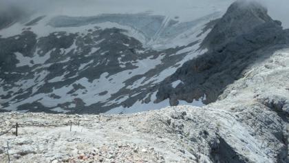 Blick über den Steig auf den Dachsteingletscher