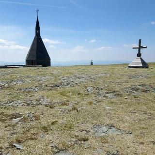 Hochwechsel mit Kapelle und Friedhof mit gefallenen Soldaten im 2. Weltkrieg