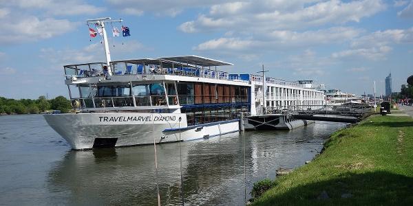 Auf der Donaupromenade